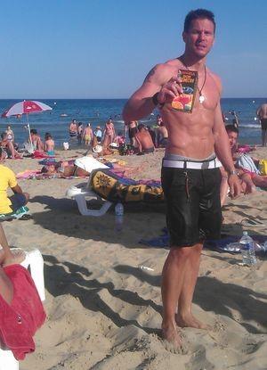 Efter ett seriöst kost- och tr�ningsupplägg våren 2012 kunde jag till sommaren till slut förtjäna min Don Simon vid Gandias strandbryn.