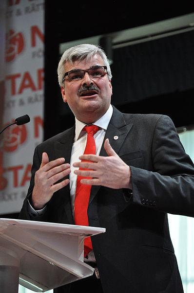 Håkan Juholt vill att fler politiker ska vara visionärer istället för bokhållare.