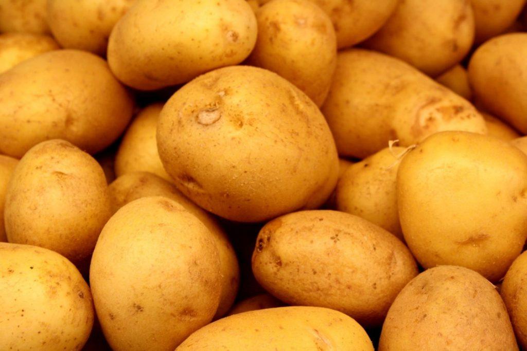 Potatis är rikt på kalium, har högt GI men lite kalorier. Toppenmat på kvällen efter träningen. (bildkälla: sxc.hu)