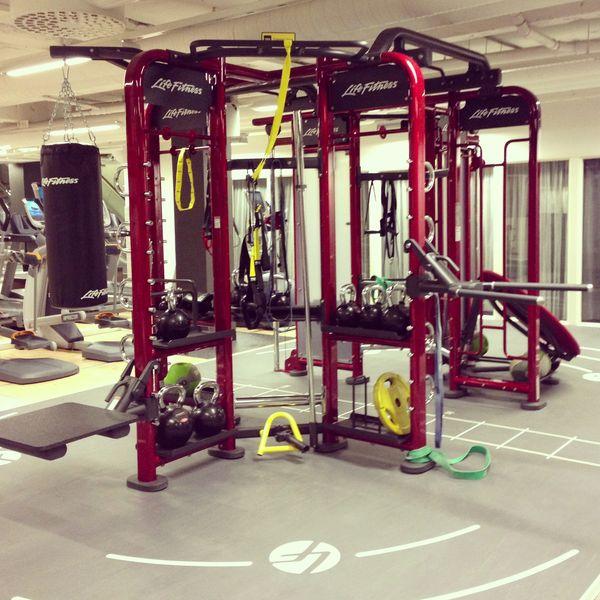 Synrgy på Sportsgym Sundsvall. Användes för cirkelträning med bland annat repdragning, klättring, box och bolträning.