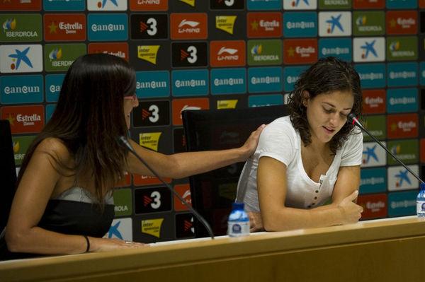 Ett känslosamt farväl till vänner, lagkamrater och familj när Vero inför spanska pressen lämnar Espanyol och Spanien för Ryssland och spel i Champions League.